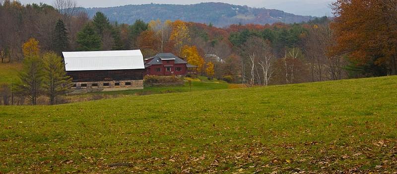 Norwich-Vermont-Bragg_Hill-Autumn-800x350